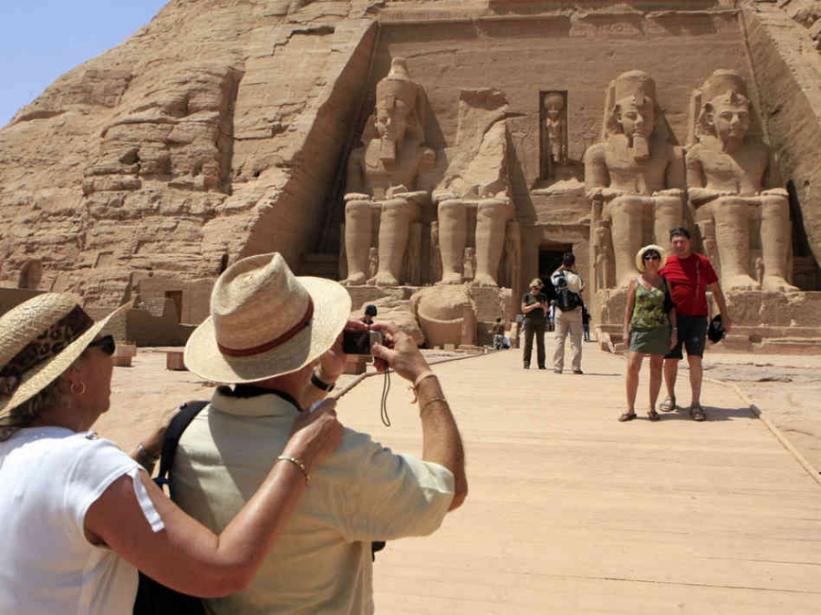 10 THINGS YOU NEED WHEN TRAVELLING TO EGYPT